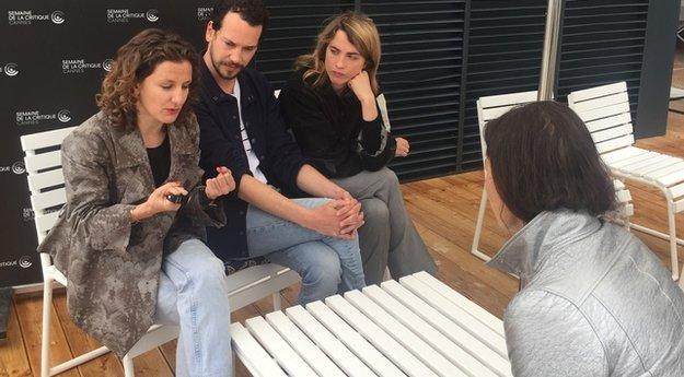 L'article Ajaccienne Antonia Buresi à gauche de la photo aux côtés de Jonathan Couzinié et Adèle Haenel.  Photo D.L